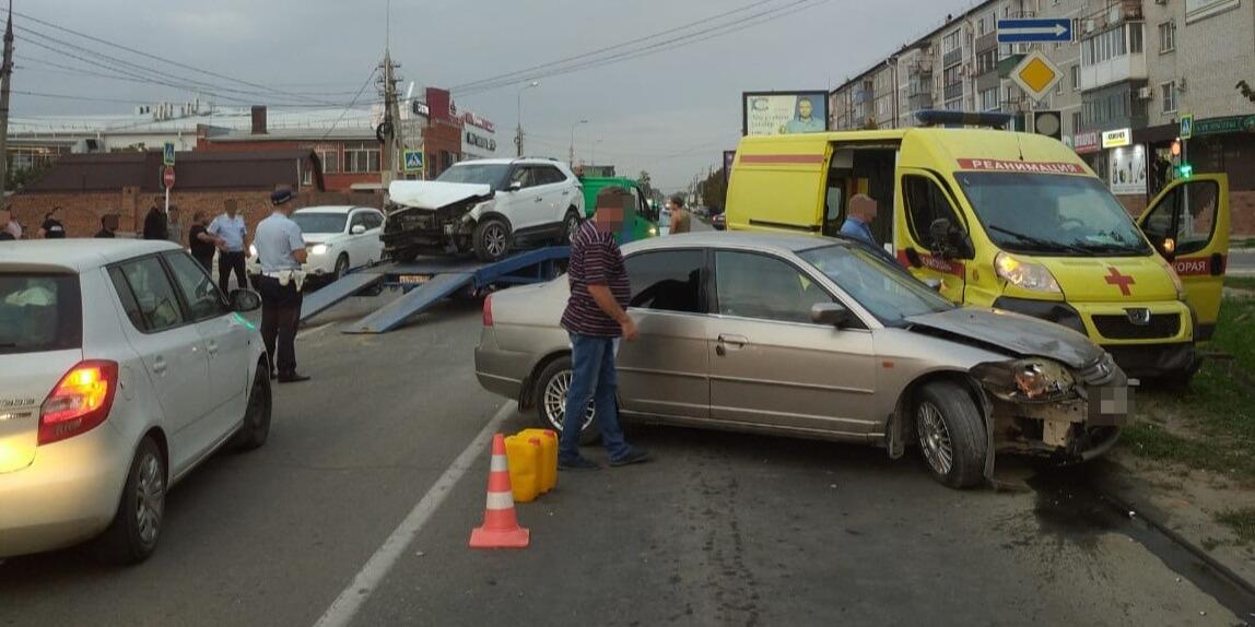 В Славянске-на-Кубани в ДТП со скорой пострадали пять человек